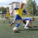 В Серове играли в футбол с гостями и между собой