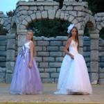 Девочки в бальных платьях - словно маленькие принцессы. Жюри оценило выход се