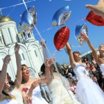 парад невест 8 июля 2011 года в Серове