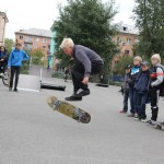 Скейтбордисты провели соревнования в оборудованном для них скейт-парке. Проигравших не было, а только выигравшие, потому что все чему-то поучились друг у друга.  Фото Артема Есаулкова.
