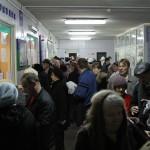 Зачастую, чтобы записаться на прием к врачу в Серове нужно отстоять длинную очередь в регистратуру. Фото Владислава Бурнашева.