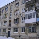 В доме 5 по ул. Белореченской жить жутковато. Состояние многоэтажки приводит в ужас тех, коому муниципалитет предлагает здесь квартиру по социальному найму. Фото из архива редакции.