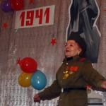 Ей 85, а она танцует перед зрителями!
