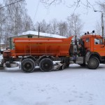 Серов начали очищать от снега и наледи