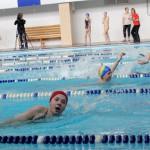 Пловцы из школы № 20 на водных дорожках быстрее своих сверстников