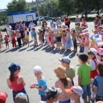 Серовские дети повторили ПДД и отведали мороженого