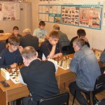 Ветераны-шахматисты преподали урок молодежи