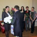 Главе города подарили сотни белых роз и много сладкого