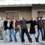Серовские актеры вышли на улицу
