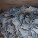 Каждый брошенный в копилку рубль поможет Севе . Фото Кристины Петровой.