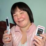 Сразу два сотовых телефона подарили серовчанке Вике Шатловой, которую ограбили накануне Нового года