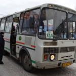 """Серовчанин интересуется, почему в Серове не вводят проездные? Фото газета """"Глобус"""" ."""