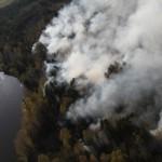 """Тушить лесные пожары сложная, тяжелая работа. Фото: газета """"Глобус""""."""