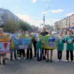 Юные инспекторы движения напомнили водителям Серова о начале летних каникул