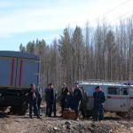 К месту падения самолета Ан-2 журналистов пока не пускают. Техника насыпает дорогу (ФОТОрепортаж)