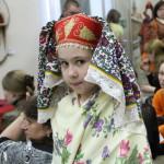 Лида Еркина разгуливала по музею вольготно чувствовала себя в русском народном костюме. Фото Влада Бурнашева.