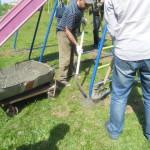 Серовские полицейские обустроили детскую площадку подшефного дома-школы