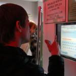 Любой человек, нуждающийся в работе, может придти в Серовский Центр занятости и самостоятельно воспользоваться специальной поисковой системой. Фото Влада Бурнашева.