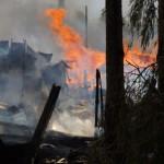 Пожар в Красноярке уничтожил дом, в котором жила женщина с тремя детьми