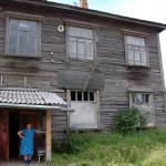 В Сосьве дом разваливается на глазах, но не значится в списках аварийного и ветхого жилья