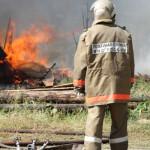 """В Красном Яре бушует серьезный пожар. Жители сообщили, что сгорело несколько домов. Фото: архив газеты """"Глобус""""."""