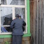 После нескольких попыток попасть в дом и громких вопросов инспектора, участники мероприятия услышали за дверью детские голоса. ФОТО: полиция Серова