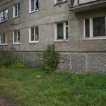 В Серове дети выпали из окна многоэтажки и остались живы