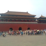 В августе в Китае для туристов – не сезон. Здесь очень жарко. Гулять по самой большой в мире площади Тяньанмэнь в такую погоду не очень-то комфортно. Фото: Татьяна Останина