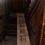 В Серовском общежитии провалившуюся лестницу начали ремонтировать