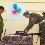 В ходе военно-спортивной эстафеты участники турнира собирали - разбирали макет АКМ