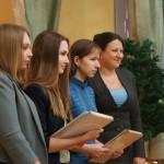 """С победителям из каждой школы Елена Бердникова фотографировалась. На память. Фото: Екатерина Баязитова, """"Глобус"""""""