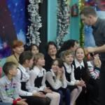 """Дмитрий Крестьянинов провел праздник на достойном уровне. Ребята были довольны. Фото: Екатерина Баязитова, """"Глобус"""""""