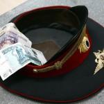 Жители Башкортостана и Югорска пытались подкупить серовских транспортных полицейских.