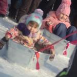 Дети рады хорошей погоде и празднику. Фото: Антон Муханов ''Глобус''.