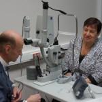 """Показательная лазерная операция на открытии офтальмологического центра в Серове. Фото: Екатерина Баязитова, """"Глобус"""""""