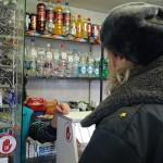 Полиция Серова проверяла, продадут лит несовершеннолетним пиво и табак? В восьми торговых точках продали. Фото: полиция Серова.