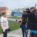 Местные телевизионщики интервьюируют Дмитрия Ветошкина.