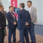 Областной депутат Евгений Артюх (в центре, с бэйджем) встретил на выставке немало знакомых.