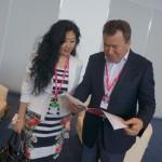 Валерий Фадеев, директор Серовского завода ферросплавов, с коллегой обсудили план осмотра выставки - чтобы всюду успеть.