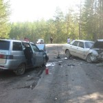 Два отечественных автомобиля не смогли разъехаться на автодороге Краснотурьинск-Марсяты. Фото: ГИБДД Серова.