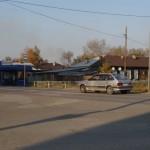 Цирк уехал! В Серове водитель КАМАЗа снес светофор на перекрестке возле школы