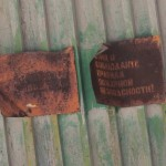 """Таблички на одном из зданий в поселке Красноярка. Фото: архив """"Глобуса""""."""