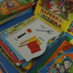 Кроме игрушек есть и книги