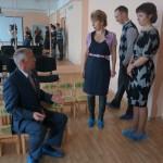 Александр Якимов проверил на прочность детские стульчики