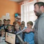 """Корреспонденты инсценировали интервью. Фото: Константин Бобылев, """"Глобус""""."""