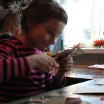 Дом культуры место среди детей популярное, занятия не прекращаются. В самые жаркие летние дни в кружке одновременно занимаются и по 20 детей. Фото: Константин Бобылев, «Глобус»