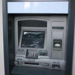 Новый, но так и заработавший банкомат.