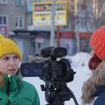 Журналисты пытаются помочь Кате,  рассказывая о том, что ей нужна помощь. Интервью дает Людмила Петухина.