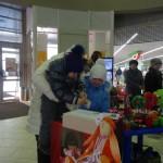 Многие серовчане жертваоли деньги в копилку, установленную в холле торгового центра.