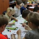 4161 Самые юные посетители библиотеки могли заняться рисованием, лепкой или просмотром мультиков. Фото: Константин Бобылев, «Глобус»
